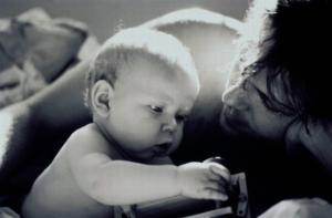 Добровольное установление отцовства