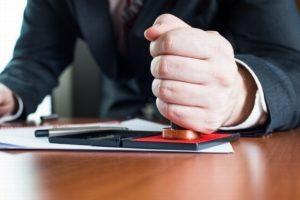 Нужно ли заверять брачный договор у нотариуса